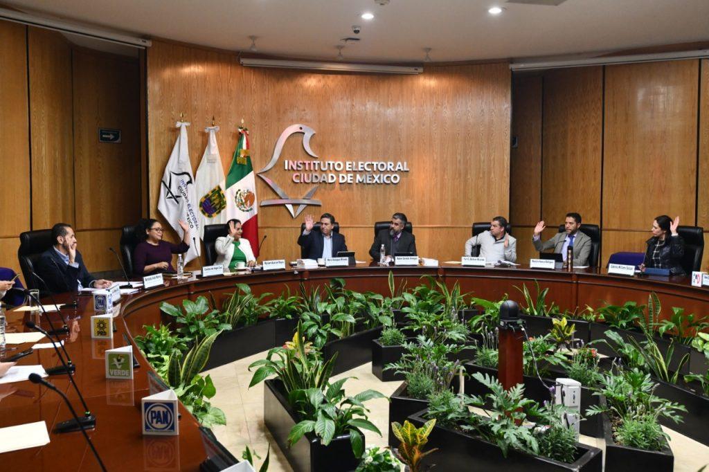 Especialistas del IECM analizaron los retos de la democracia