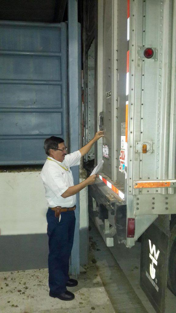 Inspeccionan cargamentos agropecuarios para disminuir plagas