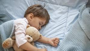 ¿Cómo mejorar sueño de niños ante regreso a clases?