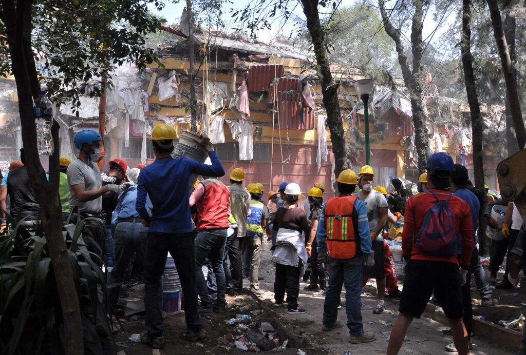 Recuerdan sismos de 1985 y 2017 en la UNAM