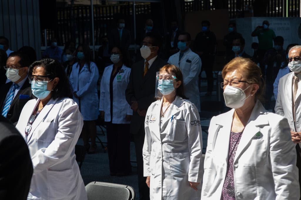 Reconocen a 9 mil 66 médicas y médicos