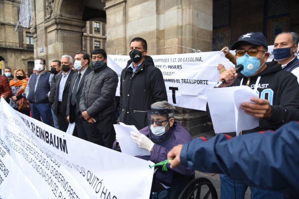 Taxistas exigen incremento de tarifa y subsidios