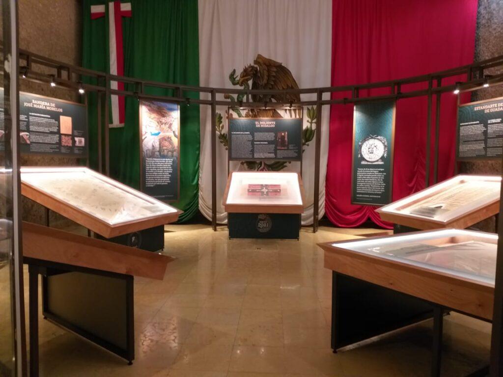 Exposición itinerante de banderas históricas