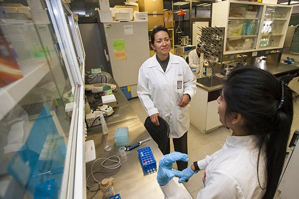 Realizará IPN V encuentro con mujeres científicas
