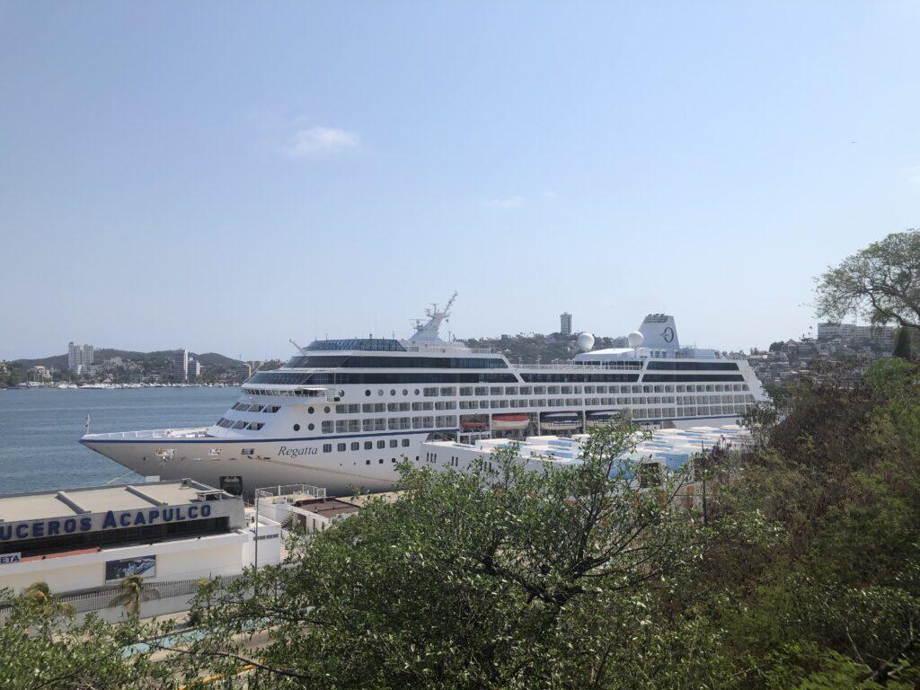 Arriba el crucero Regatta de la naviera Oceania Cruises