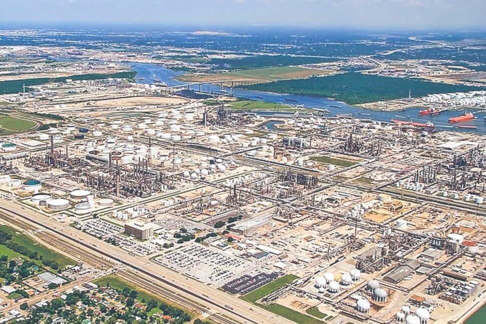 Refinería en Houston: con pasivos por 980 MDD