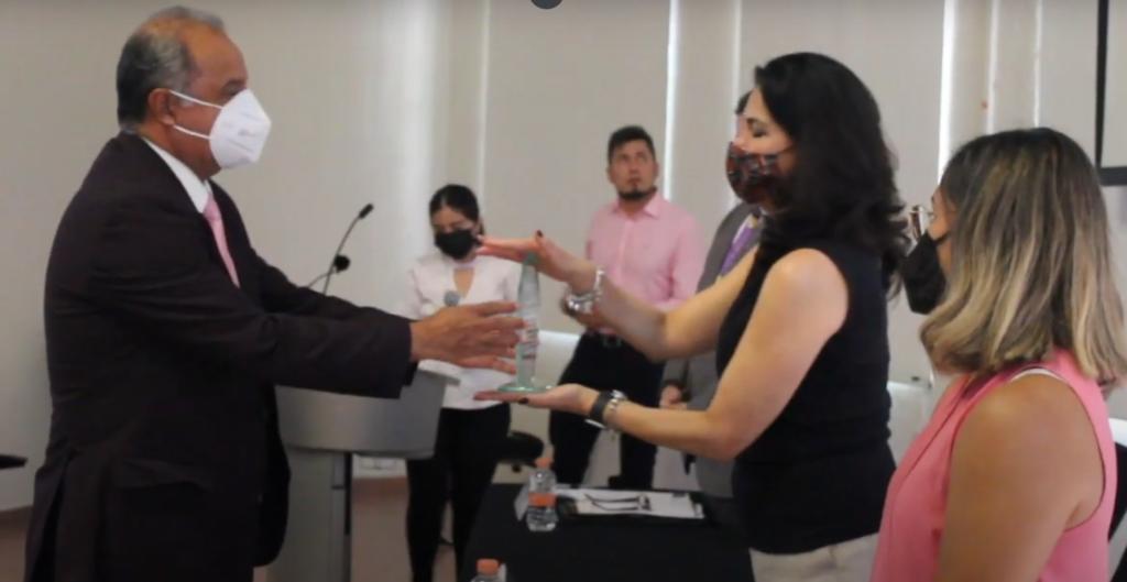 Reconocen a docente politécnico en Morelos