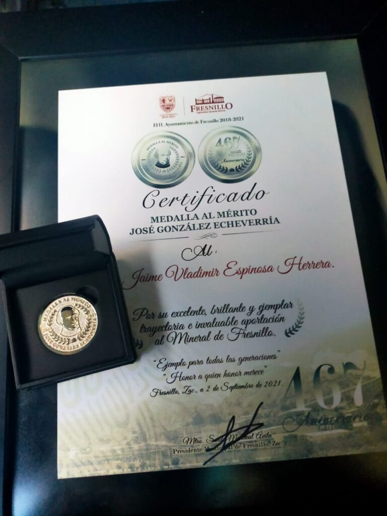"Estudiante recibe Medalla ""José González Echeverría"""