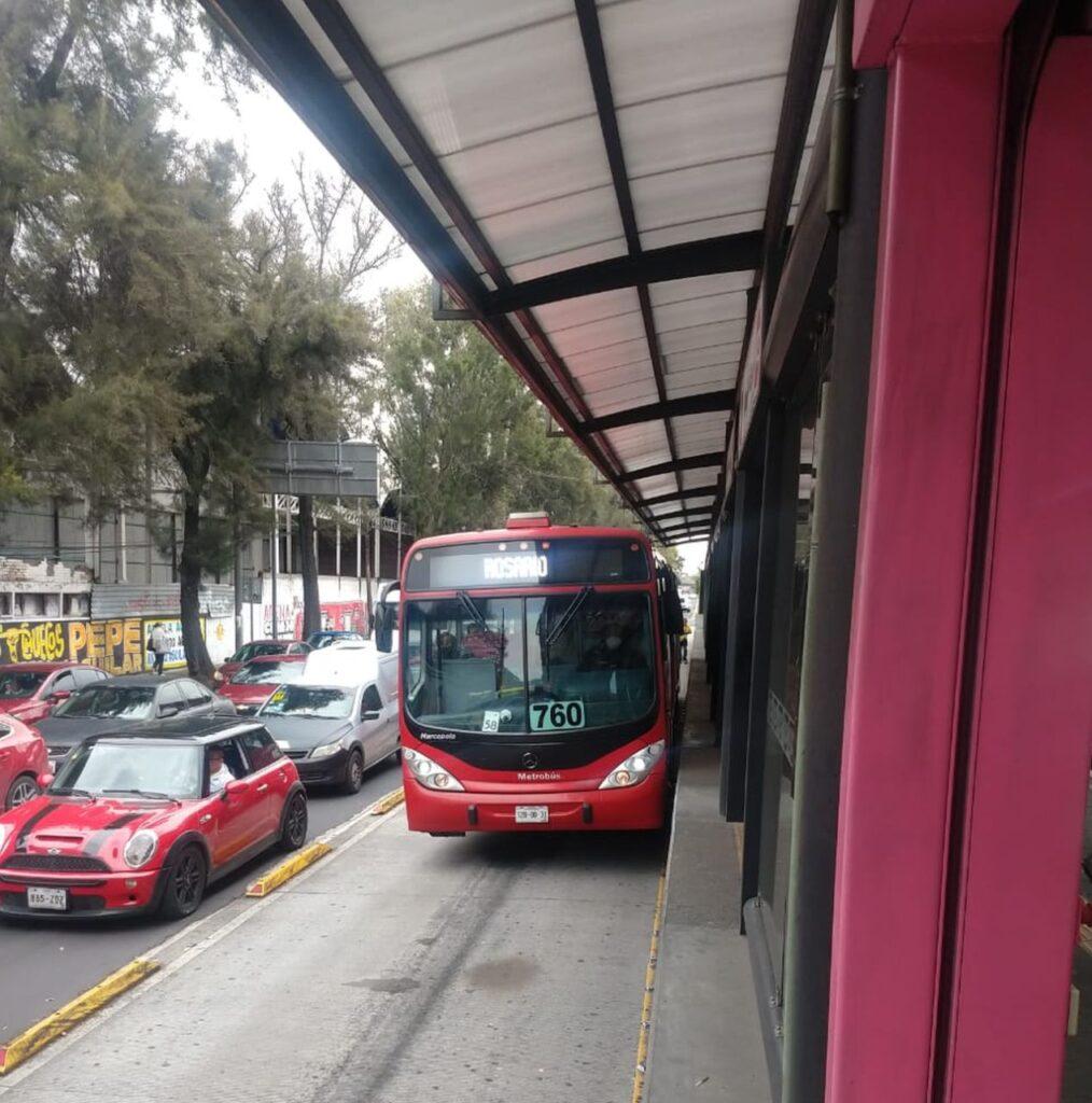 Denuncian trato inequitativo de Metrobús